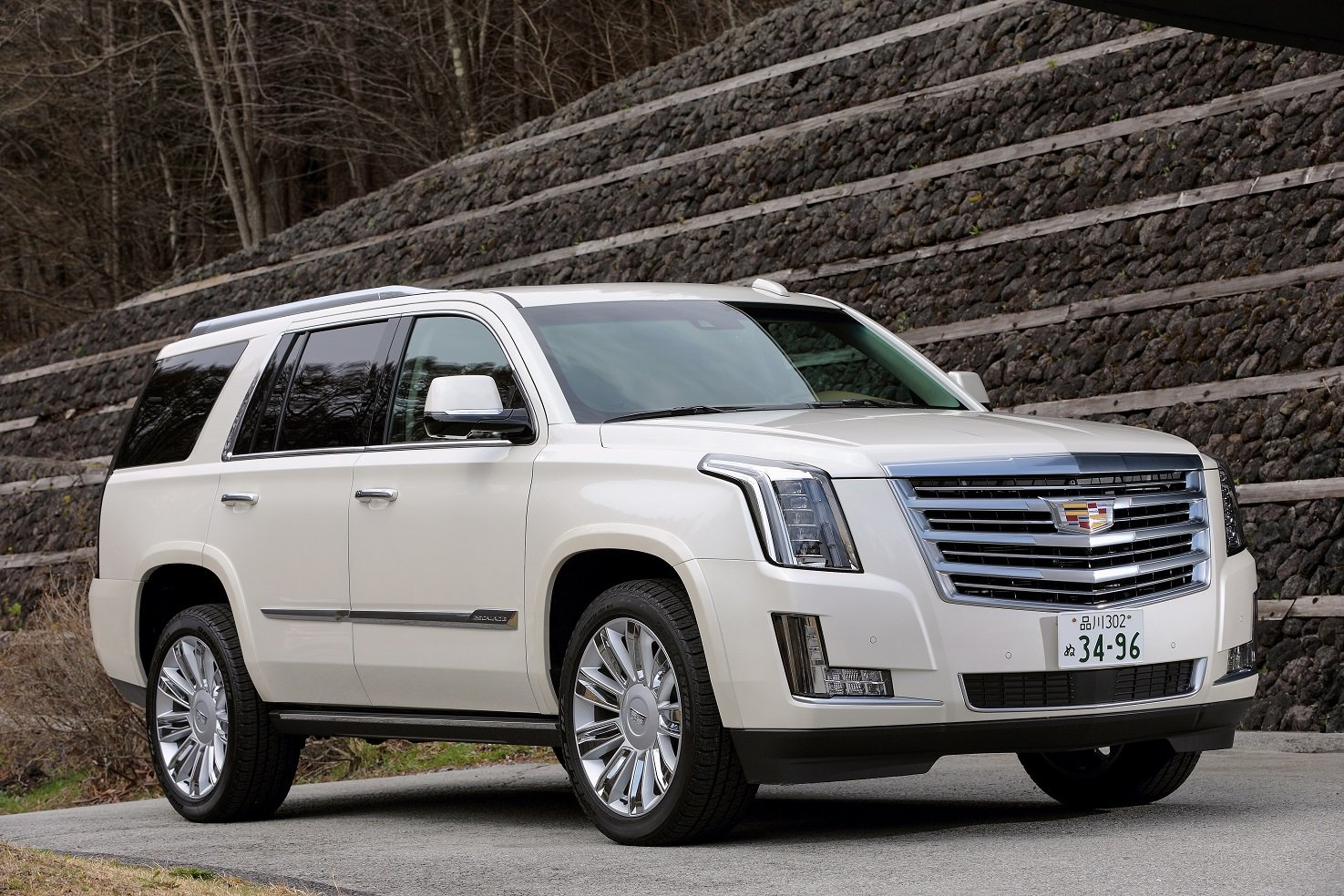cadillac escalade platinum jp spec cars suv white 2015. Black Bedroom Furniture Sets. Home Design Ideas