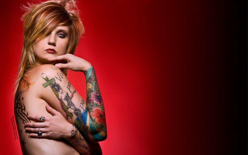 chica rubia tatuada wallpaper