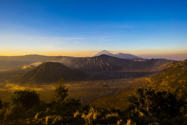 Indonesia Java Stratovolcano Sunrise Mount Bromo Bromo volcano nature landscape wallpaper