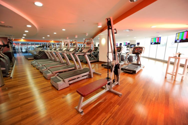 interior gimnasio cinta correr wallpaper