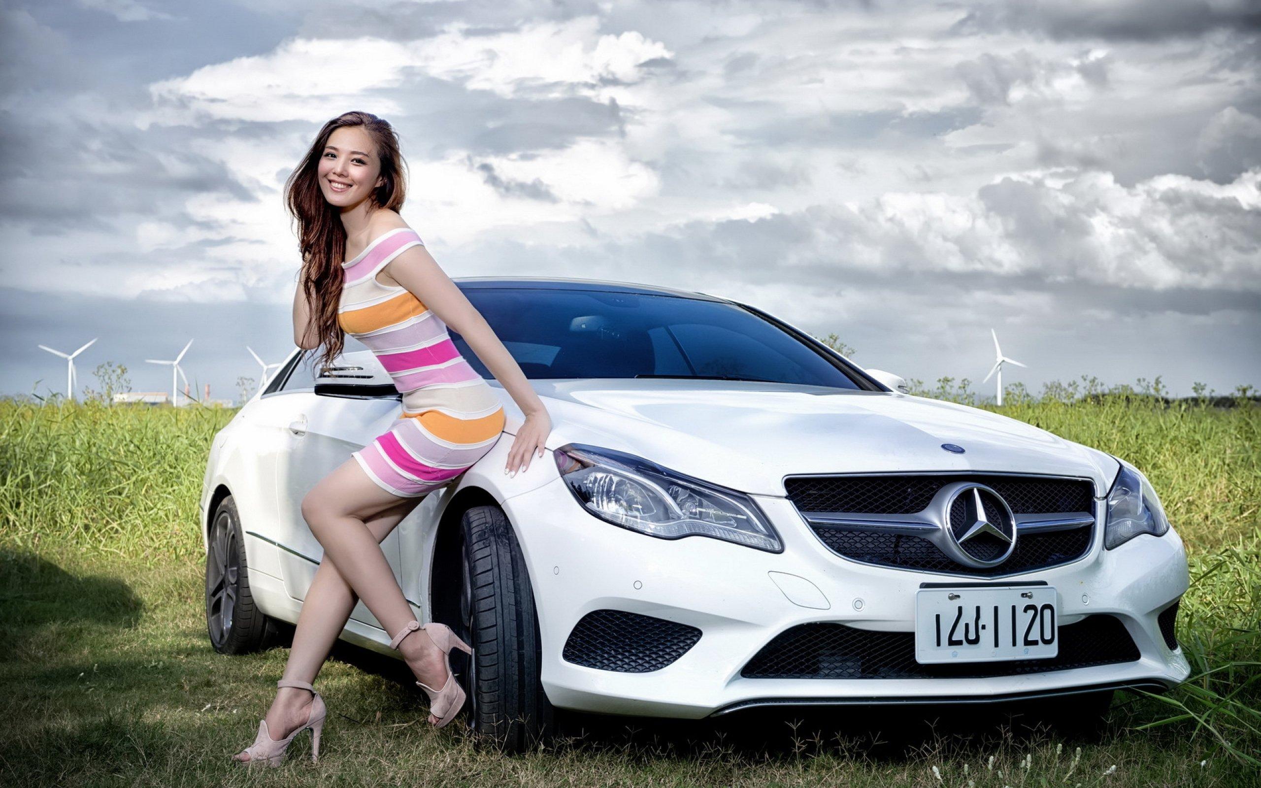 Фотки девушек около машин 16 фотография