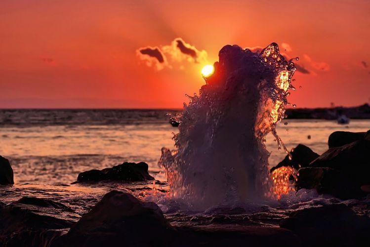 Coast Sea Decline Geyser Splashes Stones Disk Sun wallpaper
