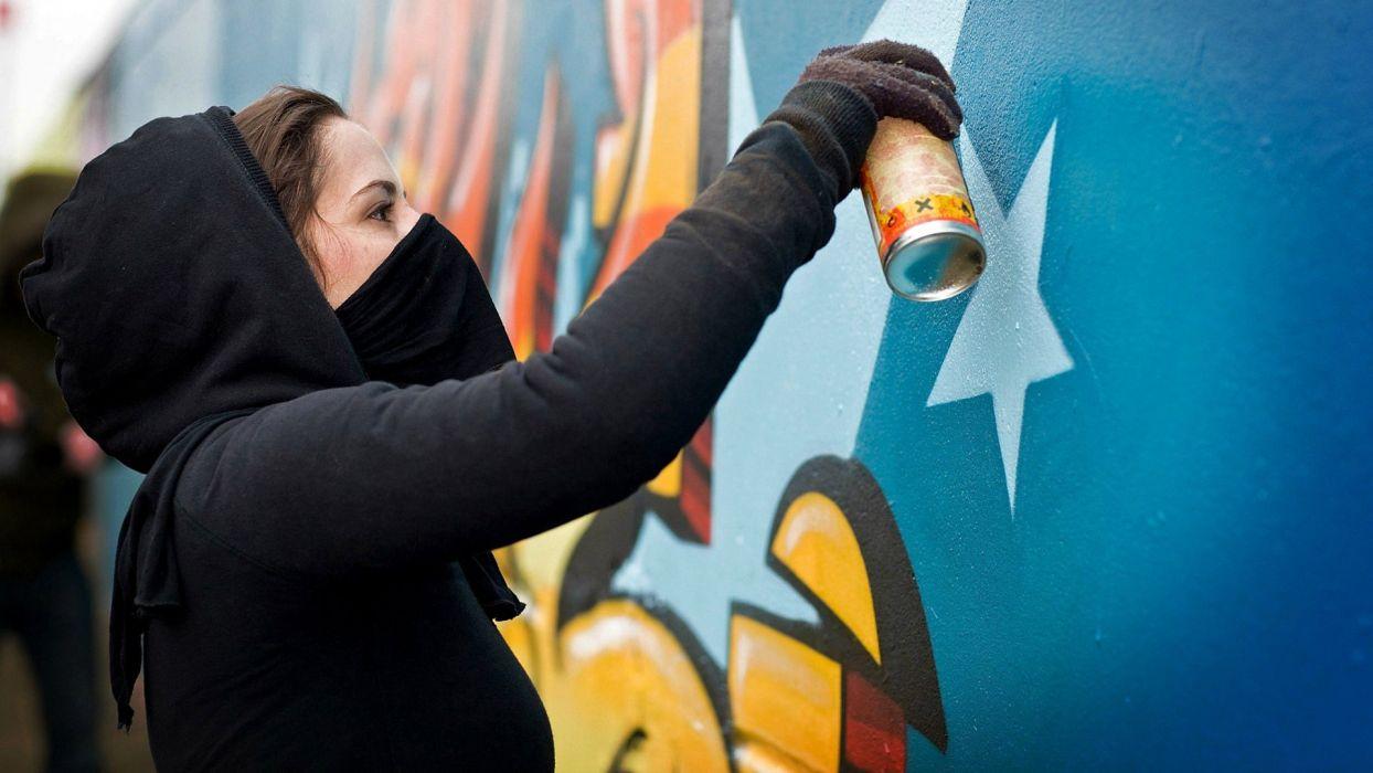 Styles girl balon paint graffiti wall montana wallpaper