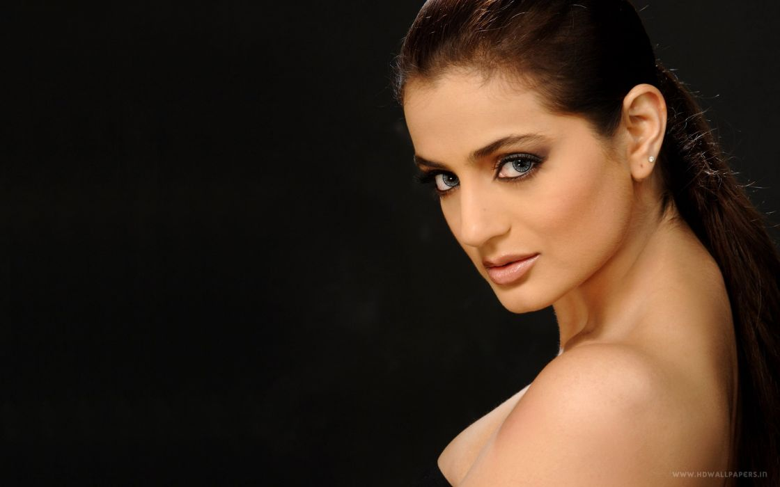 4137679-ameesha-patel-actress wallpaper