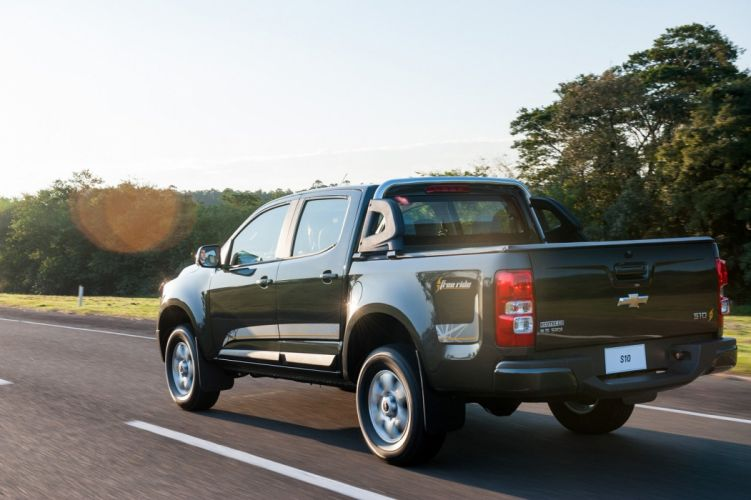 Chevrolet-S10 Free ride cars pickup 4x4 2015 wallpaper