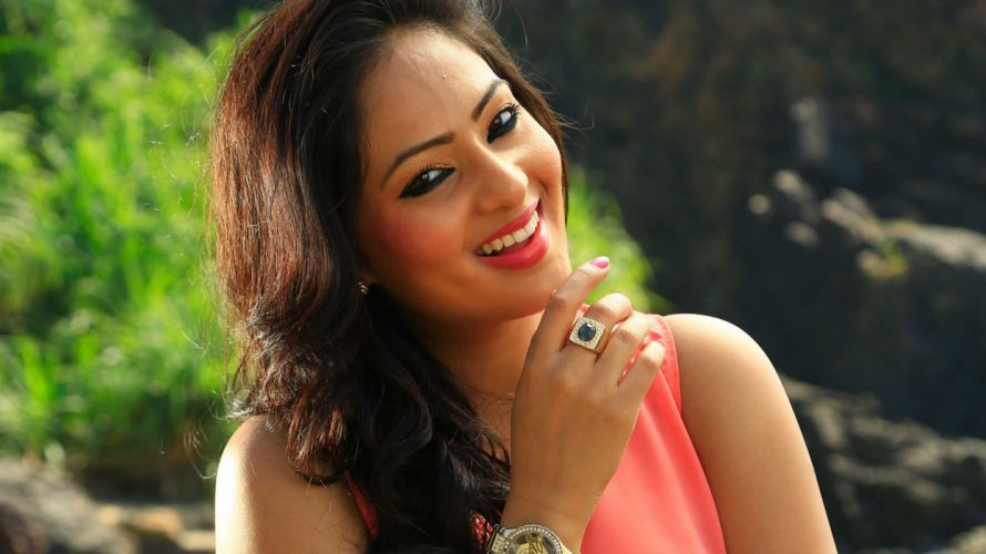 Nikesha-Patel-@-Karaiooram-Movie wallpaper