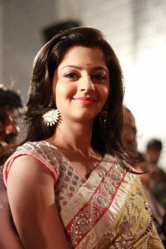 vedika-actress-Kaaviya-Thalaivan-Press-Meet-images-17 wallpaper