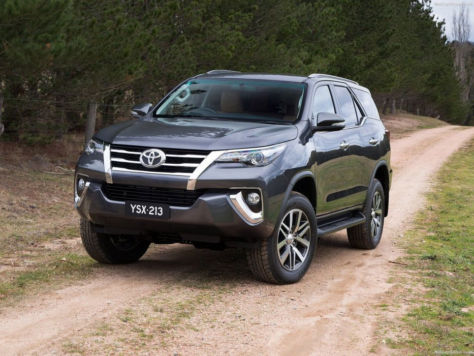 Toyota Fortuner Cars Suv 4x4 2016 Wallpaper 1600x1200