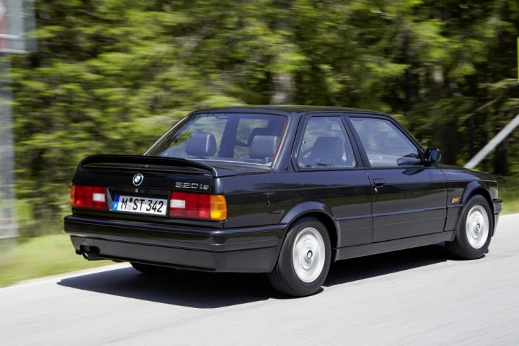 BMW 320is Coupe (E30) cars 1988 wallpaper