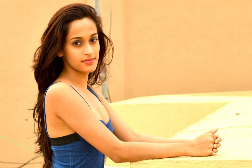 14jun ShwetaPandit 02 wallpaper