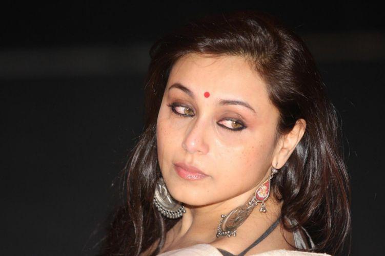 768492375 Rani Mukherjee at unveiling of Yash Chopra s statue at the UTV STARS Walk of the Stars in Mumbai 6 122 340lo wallpaper