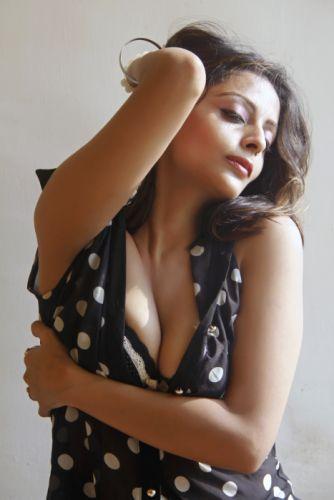 Leena-Kapoor-Hot-spicy-Stills-9 wallpaper