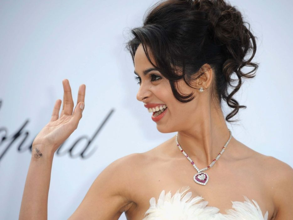 mallika-sherawat-hot wallpaper