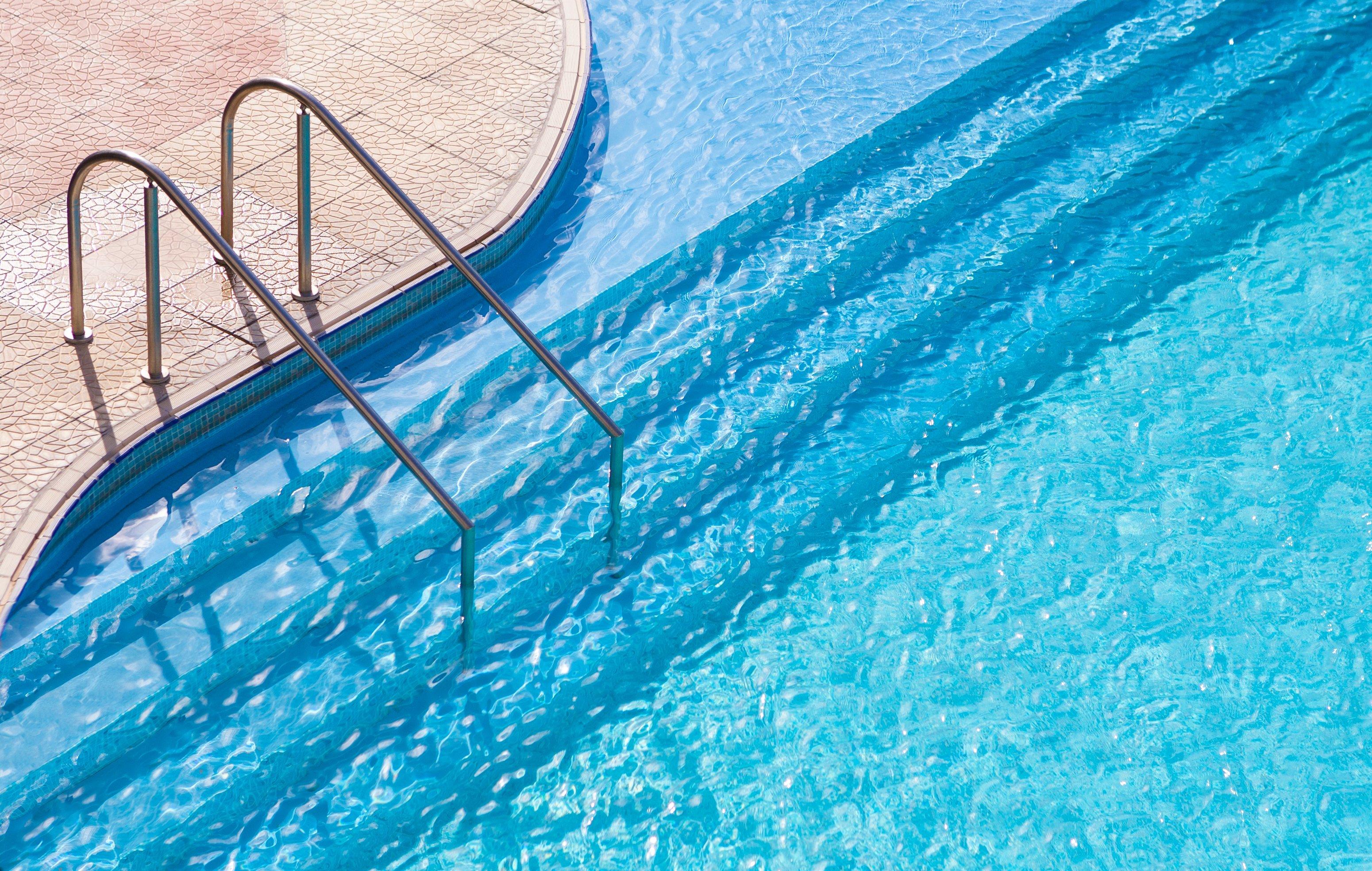 Swimming pool architecture interior design summer swim for Swimming pool ausverkauf
