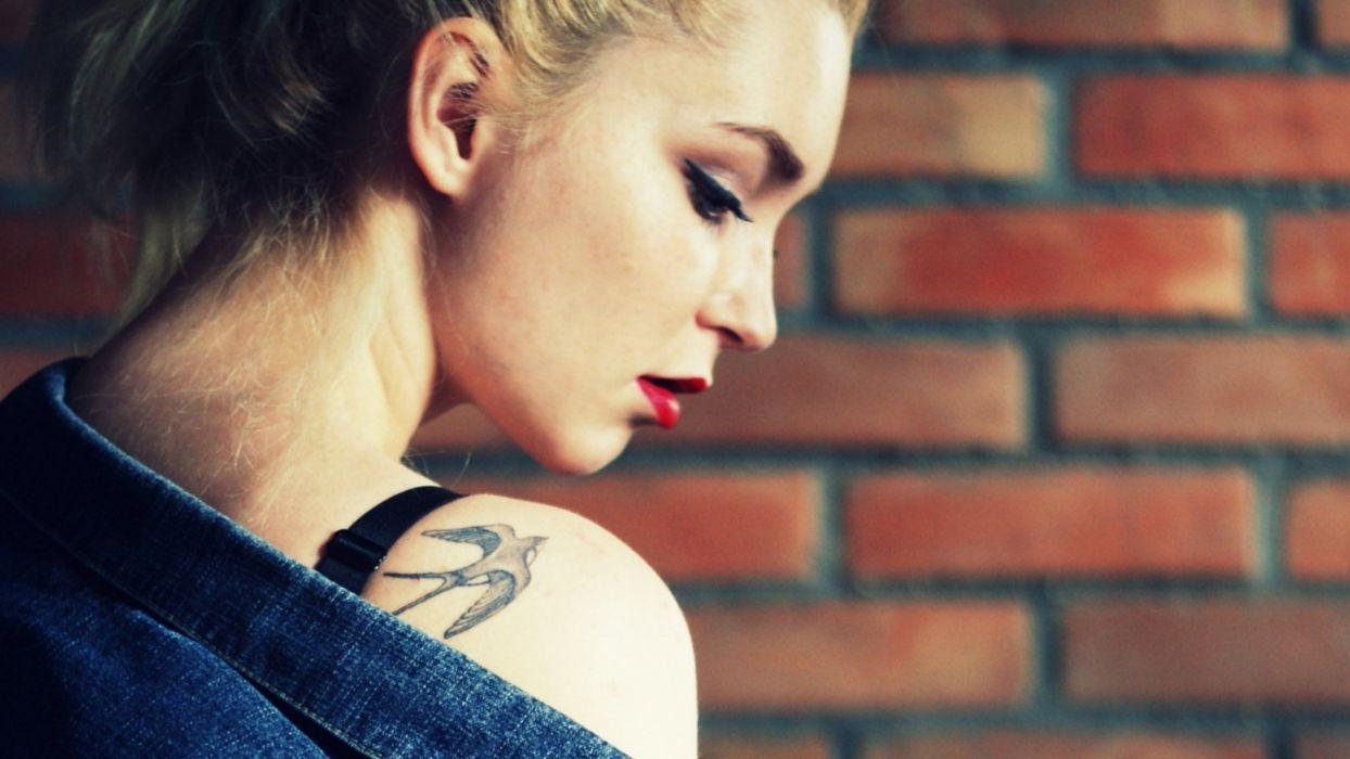 chica morena tatuaje wallpaper
