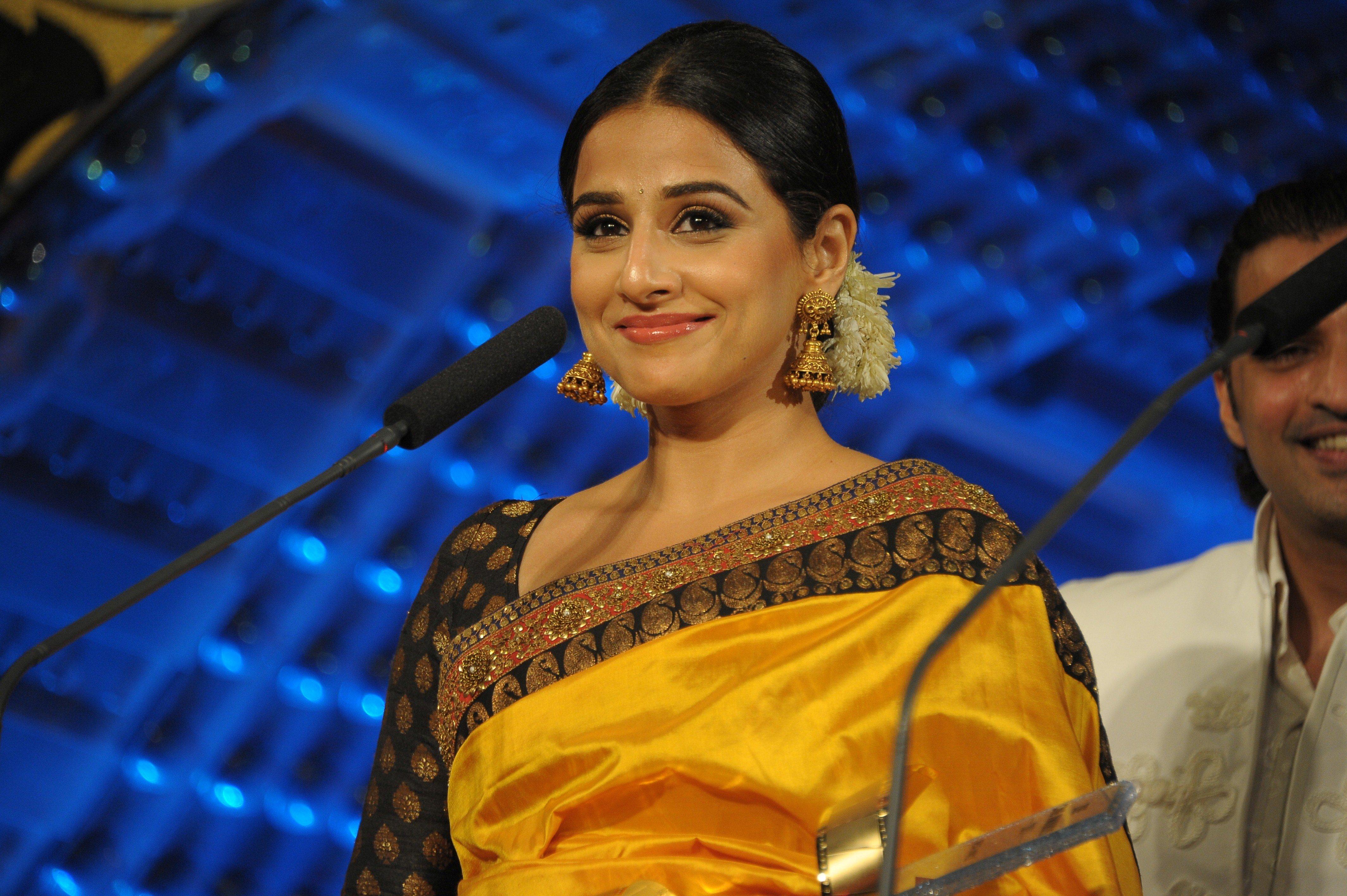 bollywood actress vidya balan in saree hd photos wallpaper