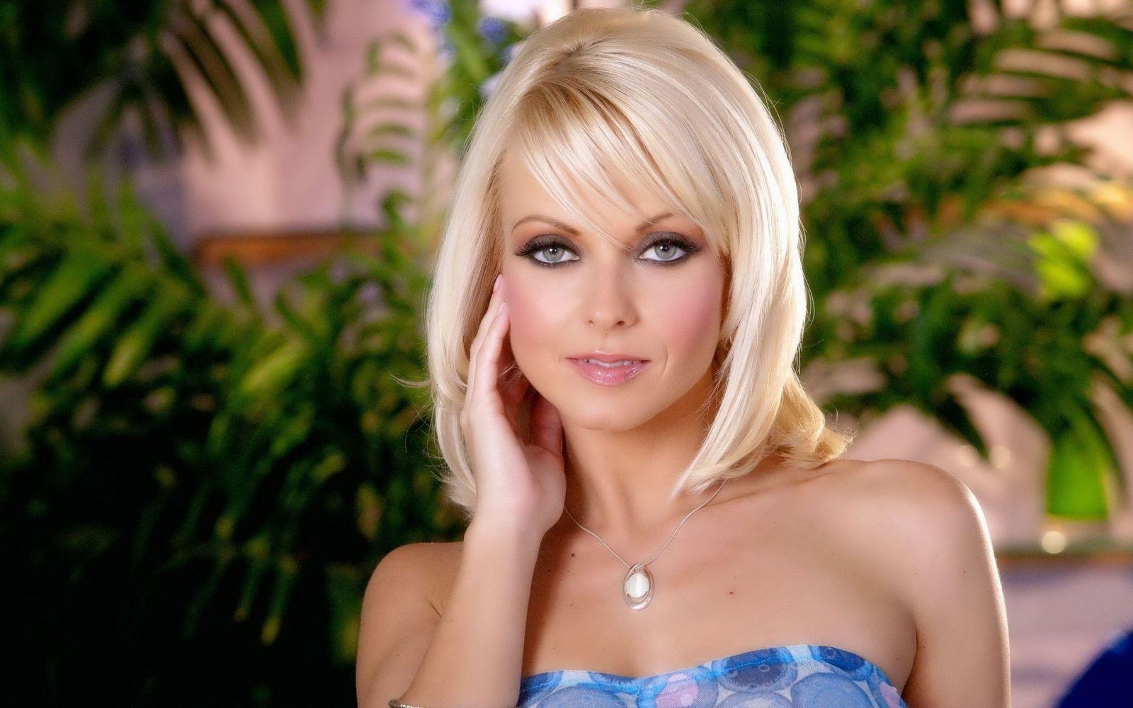 фотографии очаровательная блондинка ебется подачи