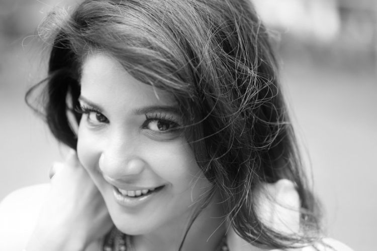 Actress-Sakshi-Agarwal-8 wallpaper