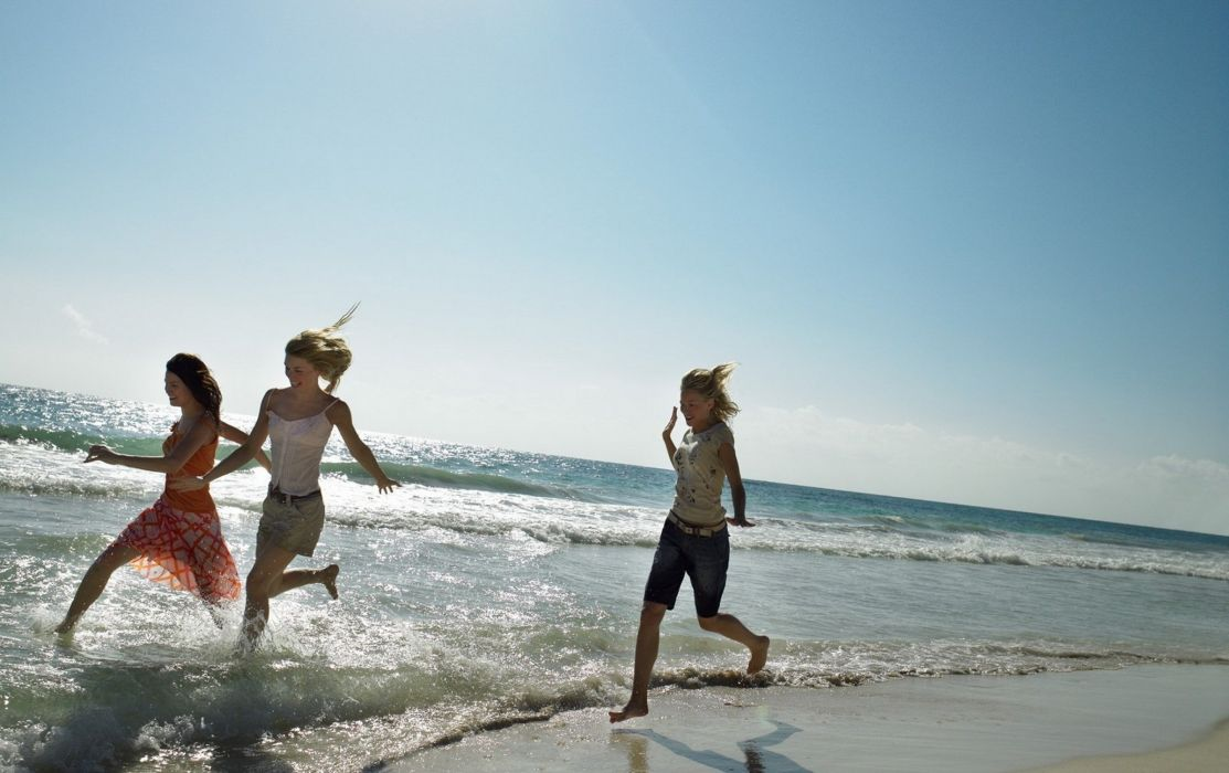 girls beach sea running sand wallpaper