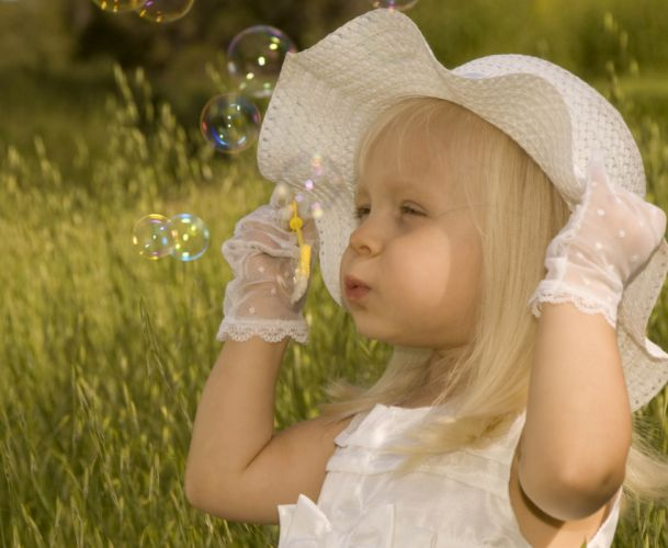 Photography girl bubbles golf hat wallpaper