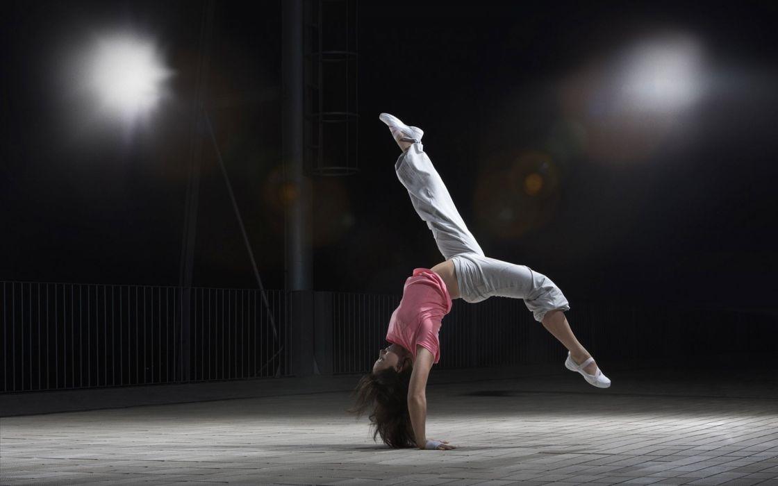 Sports girl flip pose dance wallpaper