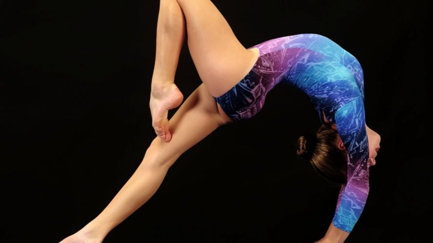 Sports gymnastics deflection sportswoman wallpaper
