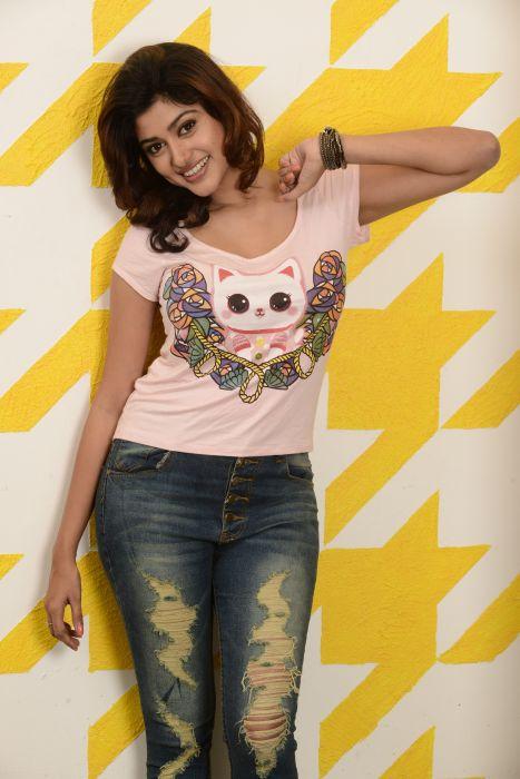 Actress-Oviya-Photoshoot-3 wallpaper