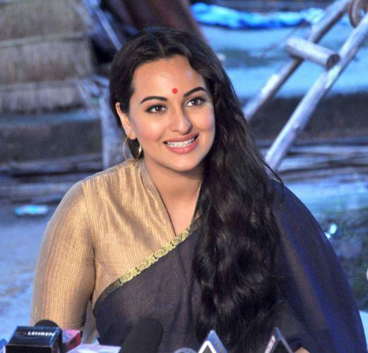 Sonakshi-Beautiful-Saree-Stills-on-sets-of-TV-serial-Uttaran-1 wallpaper