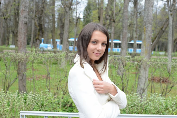 women woman female model girl girls mood u wallpaper
