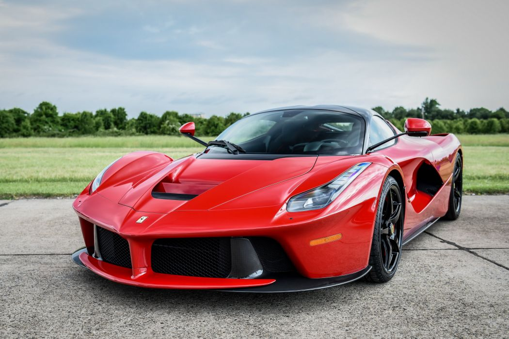 2013 Ferrari LaFerrari US-spec supercar wallpaper