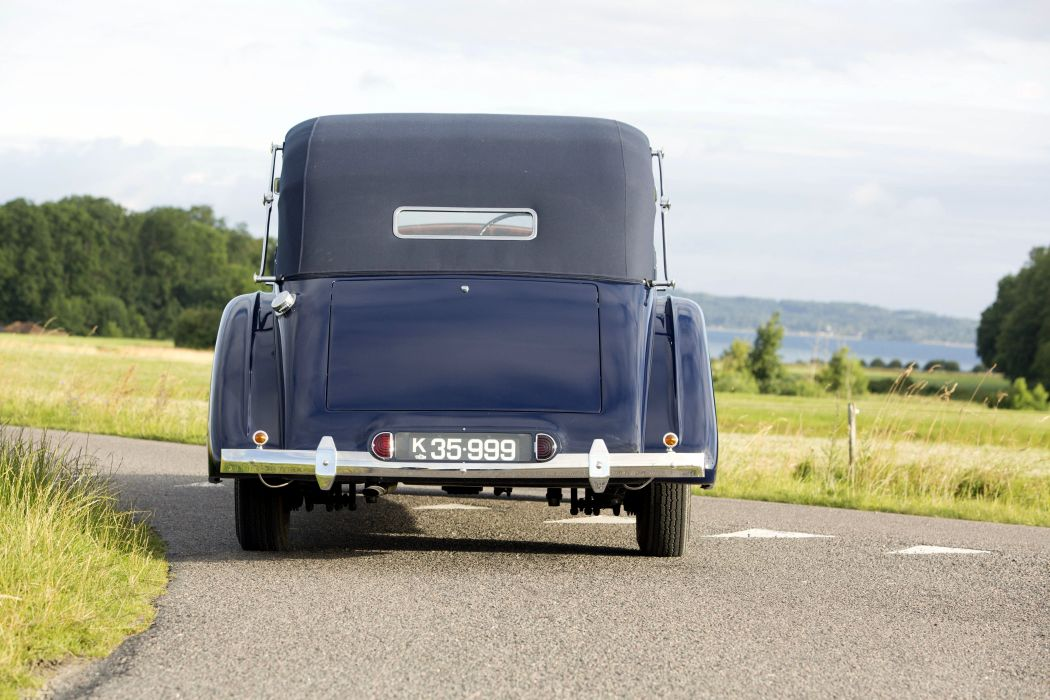 1939 Rolls-Royce Phantom III retro vintage luxury wallpaper