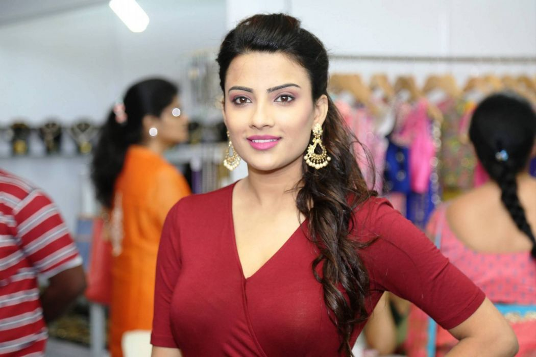 Jyotii-Sethi-Stills-At-Styles-and-Weaves-Life-Style-Expo-Launch-12 wallpaper