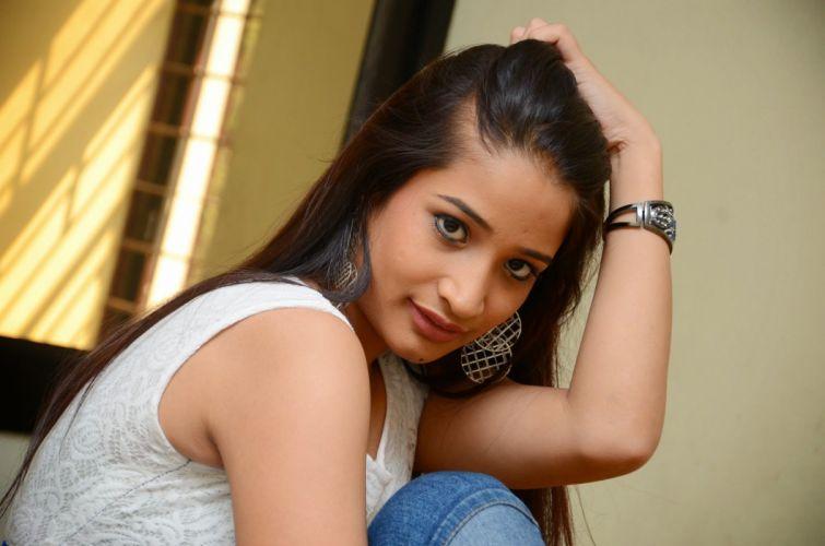 Santhoshi-Sharma-latest-photos-033 wallpaper