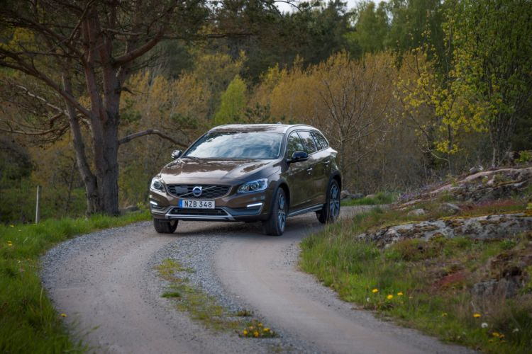 2015 Volvo V60 D-4 Cross Country stationwagon d wallpaper