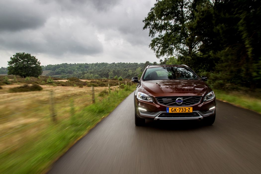2015 Volvo V60 D-4 Cross Country stationwagon d wallpaper