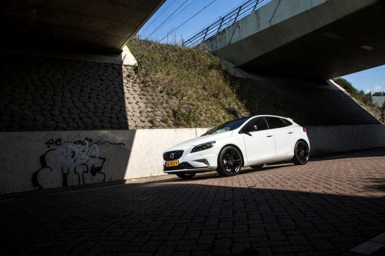 2015 Volvo V40 Carbon Edition wallpaper