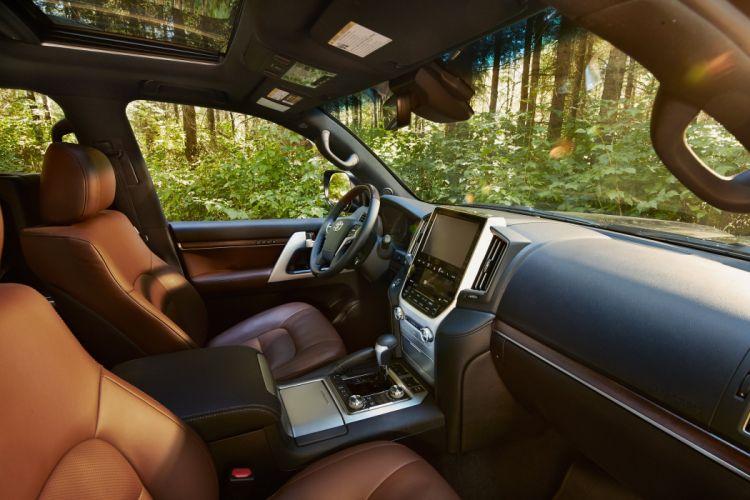 2016 Toyota Land Cruiser US-spec URJ200 suv 4x4 wallpaper