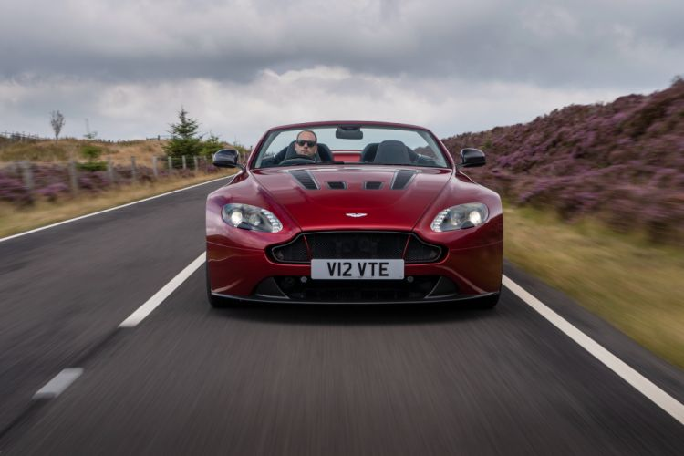2015 Aston Martin V12 Vantage S Roadster UK-spec supercar wallpaper