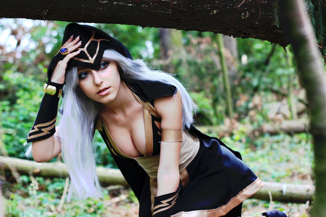 Ashe - League-of-Legends cosplay wallpaper