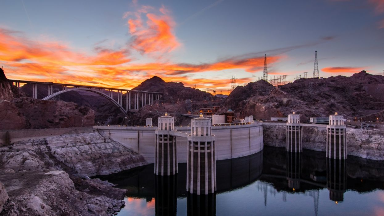Magnificent view with Hoover Dam wallpaper