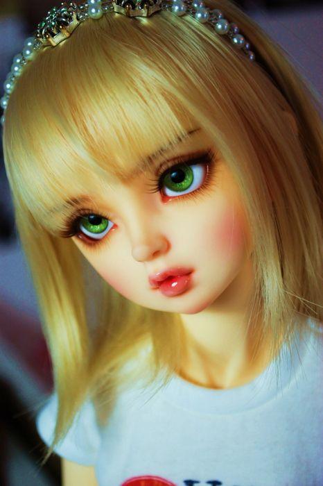 doll toys long hair girl beauty blonde cute green eyes wallpaper
