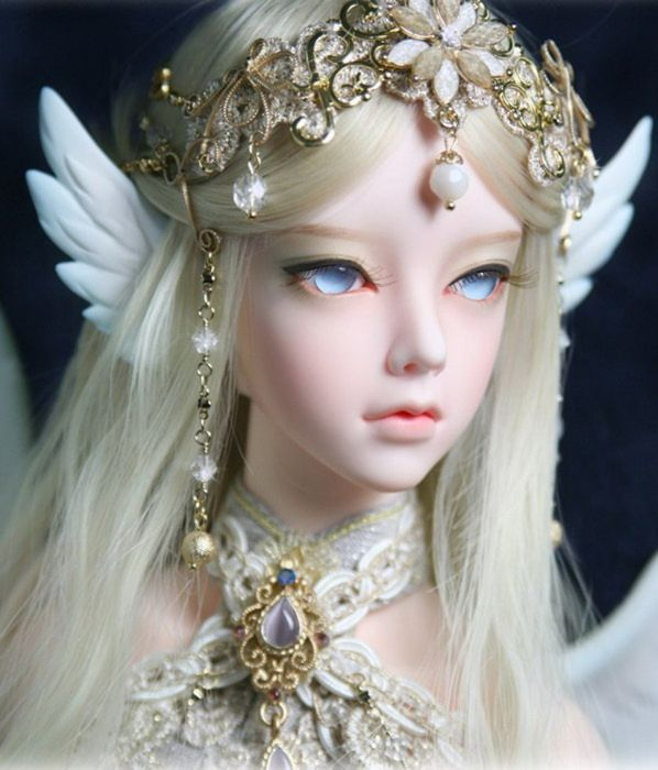 Cute And Beautiful Queen Doll: Doll Toys Long Hair Girl Beauty Dress Cute Blue Eyes Fairy