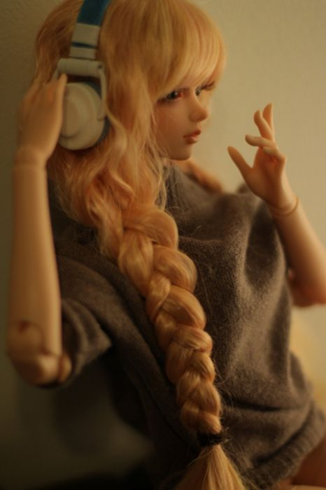 doll toys long hair girl beauty dress cute blue eyes blonde music headphone wallpaper