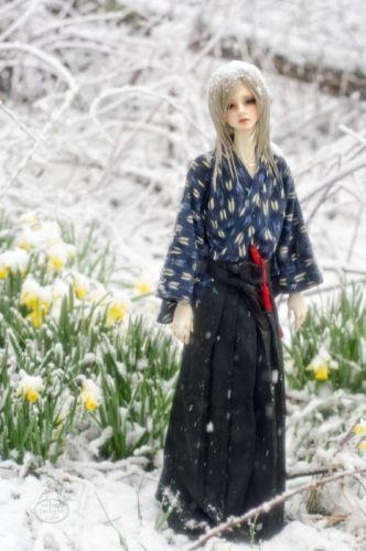 doll toys long hair male kimono snow pretty beauty cute blue eyes wallpaper