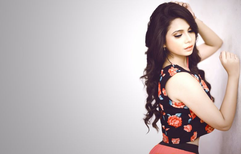 shreya gupta actress model girl beautiful brunette pretty cute beauty sexy hot pose face eyes hair lips smile figure indian wallpaper
