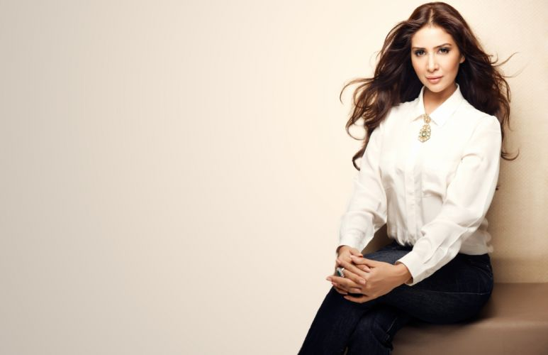 Kim Sharma bollywood actress model girl beautiful brunette pretty cute beauty sexy hot pose face eyes hair lips smile figure indian wallpaper