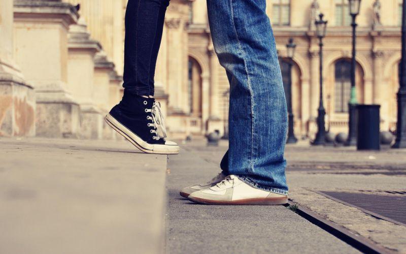 city couple love mood kiss feet female male wallpaper