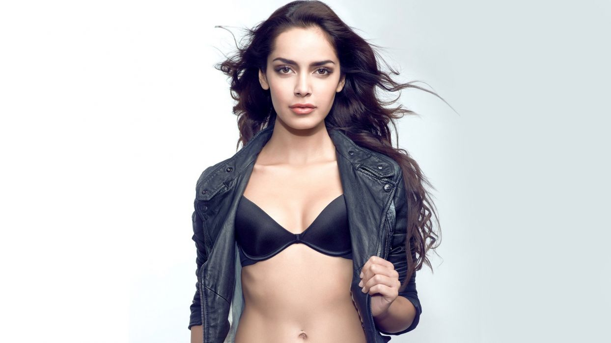 Shazahn Padamsee bollywood actress model girl beautiful brunette pretty cute beauty sexy hot pose face eyes hair lips smile figure indian  wallpaper