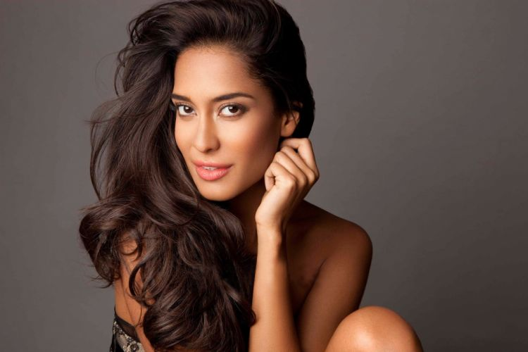 lisa haydon bollywood actress model girl beautiful brunette pretty cute beauty sexy hot pose face eyes hair lips smile figure indian wallpaper