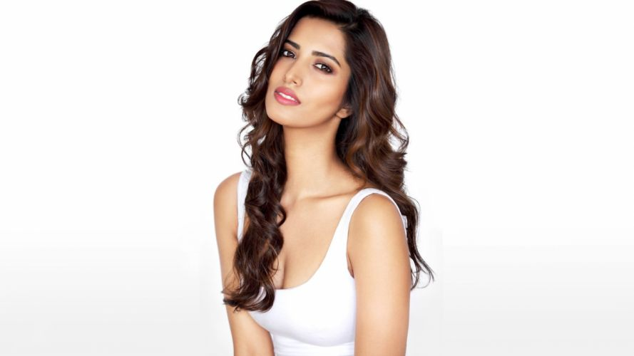 manasvi mamgai bollywood actress model girl beautiful brunette pretty cute beauty sexy hot pose face eyes hair lips smile figure indian wallpaper